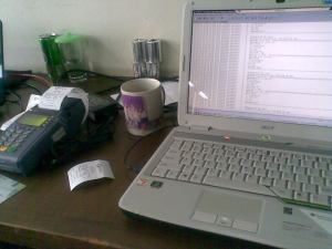 dari kiri ke kanan: EDC Terminal - Gelas - Laptop gw